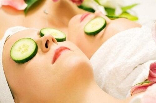 огірок допомагає позбутися шкірних плям
