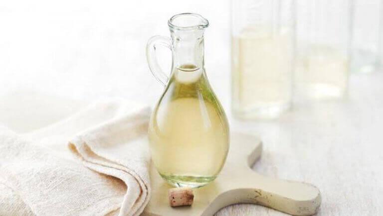 оцет та олія для відлякування комарів