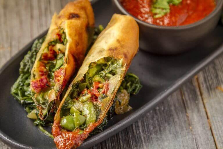 шпинатні роли з овочами