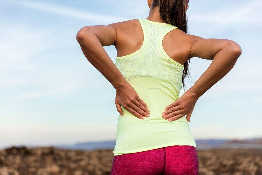 слабкість у м'язах призводить до болю у попереку
