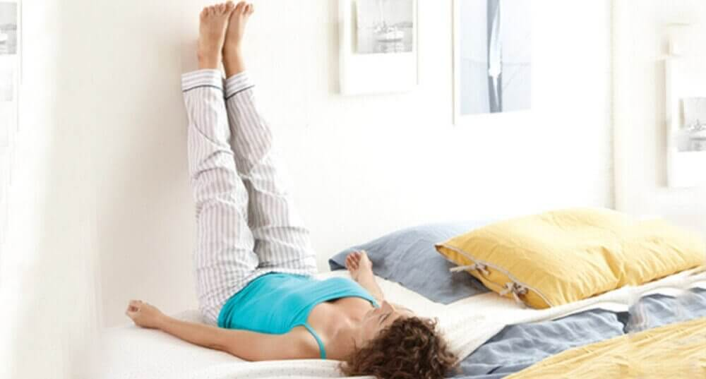піднімайте ноги вгору для профілактики варикозу