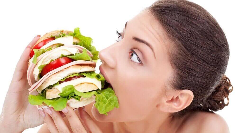 постійне відчуття голоду через нерегулярне харчування
