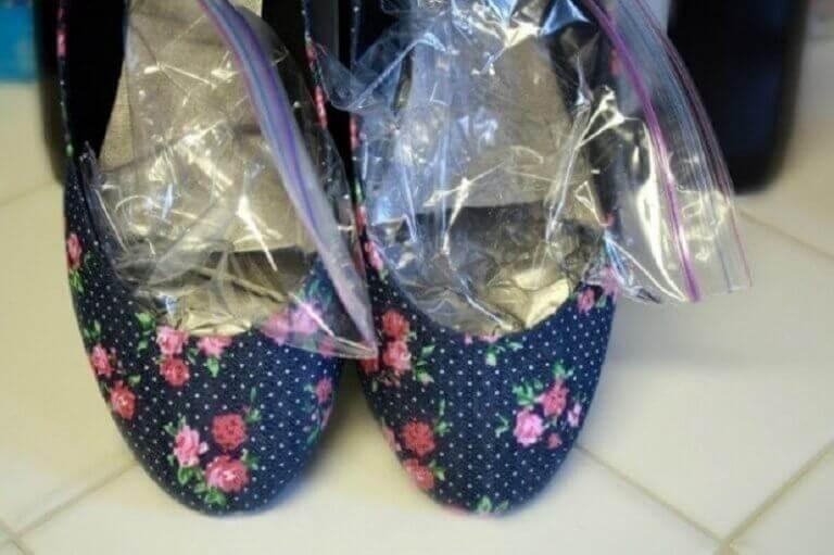 як розтягнути вузьке взуття
