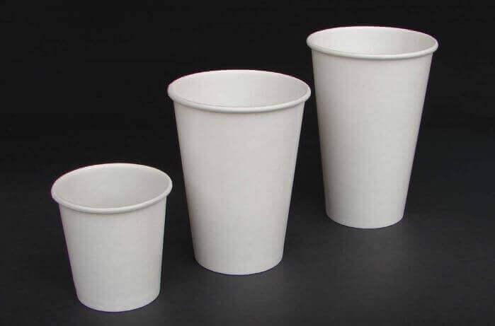 підсвічники з одноразових склянок