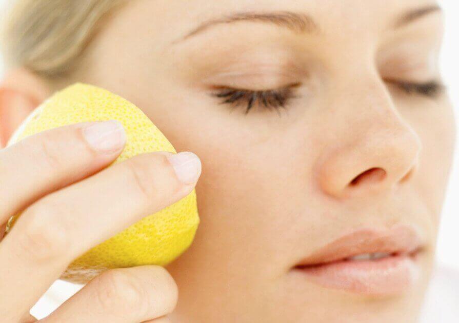 використання лимонів для профілактики зморшок