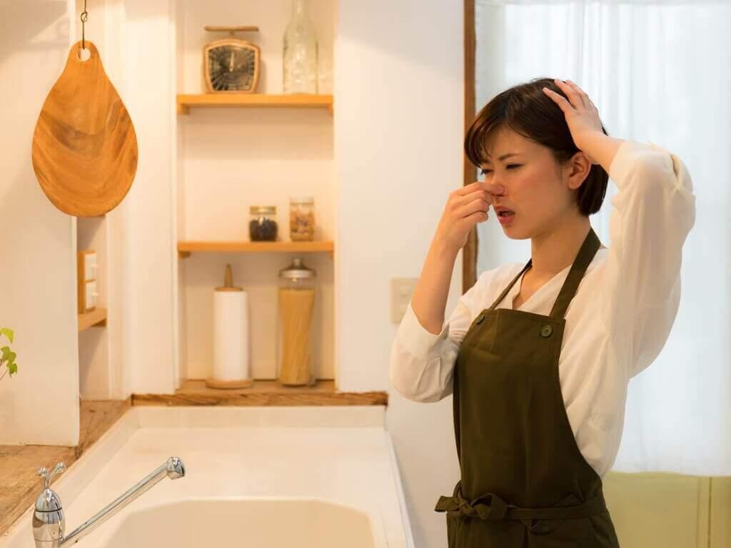 Поради для видалення запаху з кухні та ванної кімнати