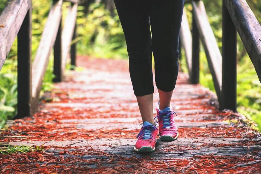 правильна ходьба, щоб не мати сухі п'ятки