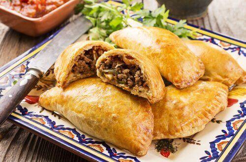 Рецепт емпанада з курятиною чи яловичиною