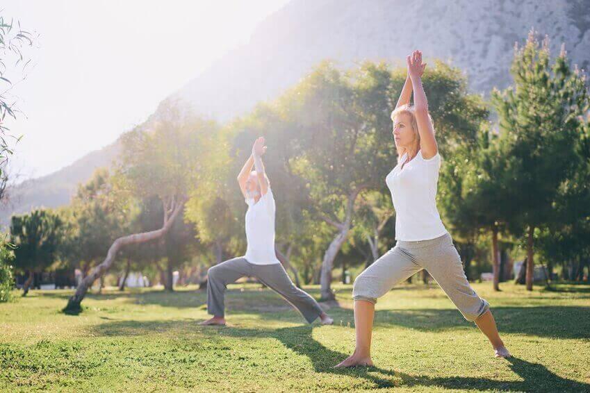 прості вправи для старших людей