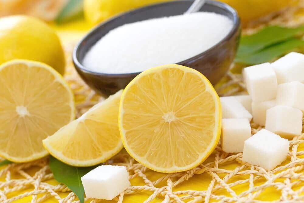 Очищення шкіри за допомогою лимона та цукру