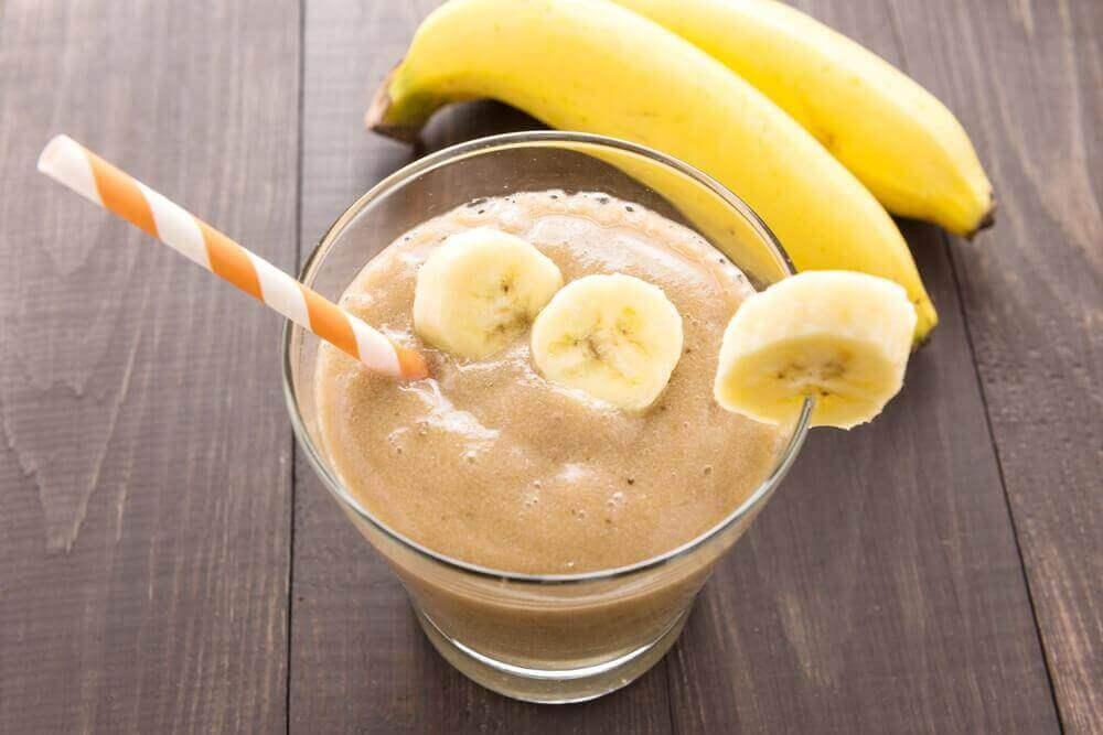 поживні смузі з бананом