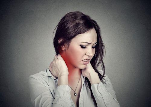 Чотири прості та ефективні вправи від болю у шиї