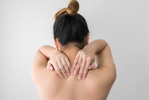 хруст у плечах