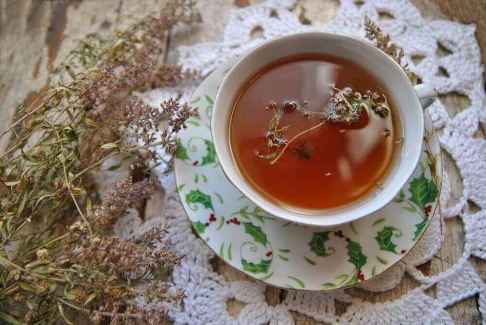 пиття чаю з чебрецю