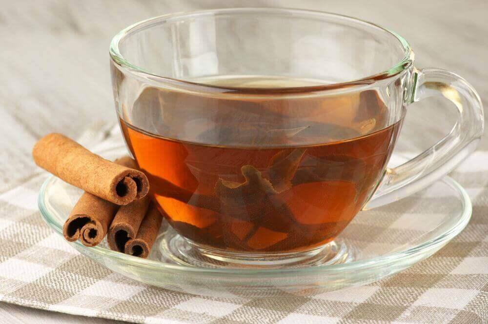 Чай з корицею та лавром