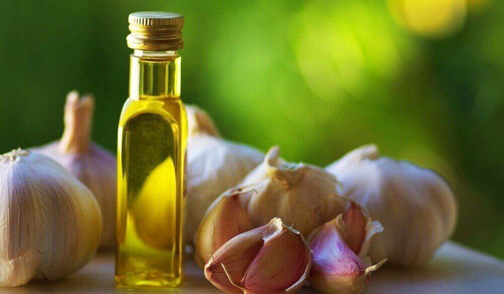 часник та оливкова олія