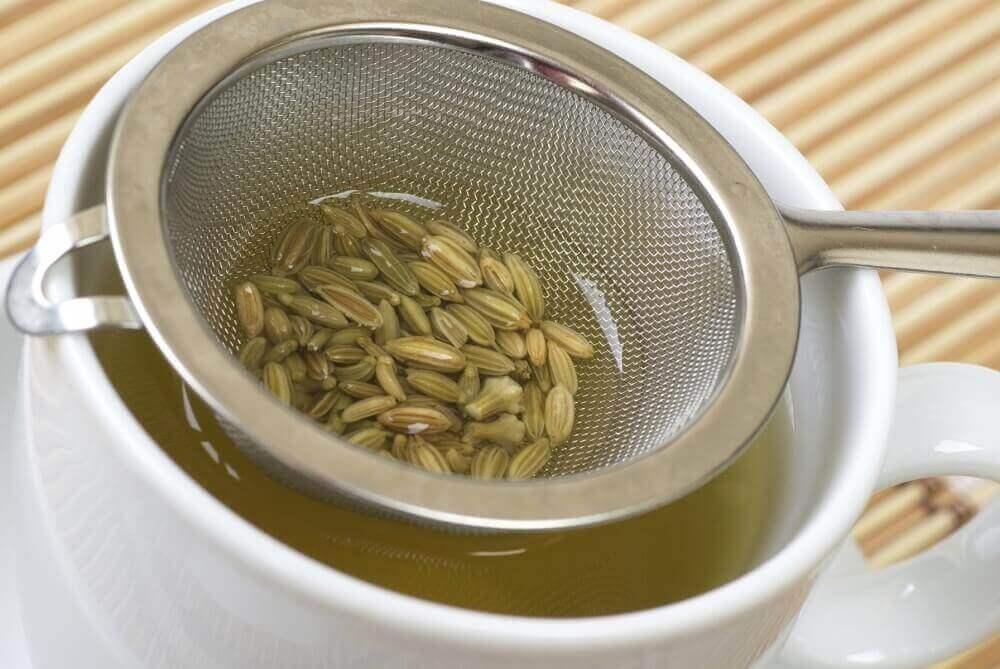 Чай з насіння фенхелю для детоксикації товстої кишки