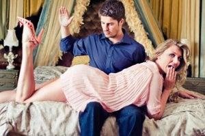 Що таке еротичні ляпаси?