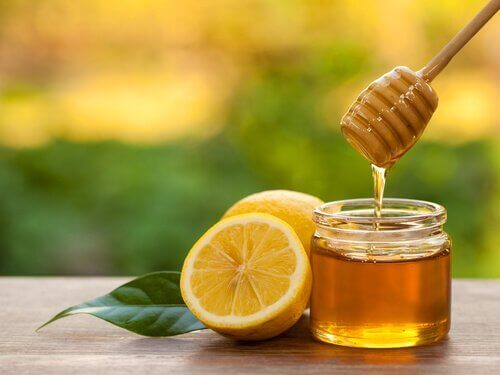 мед та лимон проти інфекції ясен