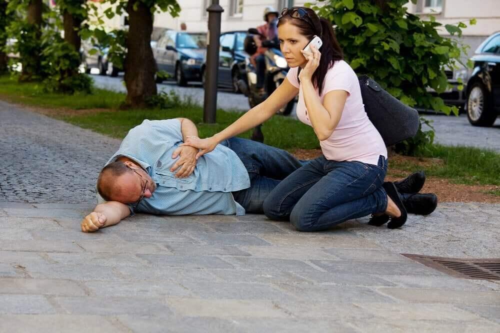 як правильно реагувати під час серцевого нападу