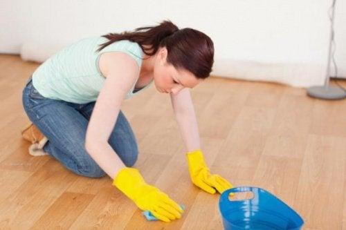 як зменшити подряпини на підлозі