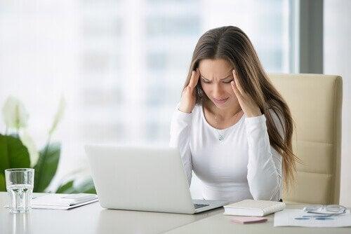 основні причини болю у шиї