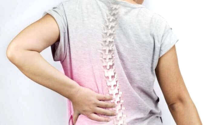 сколіоз є причиною болю в спині