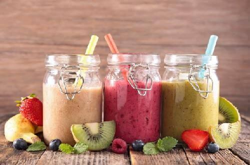 Смачні та поживні смузі: 7 простих рецептів