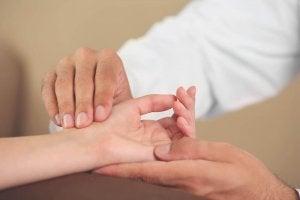 6 вправ для розминки рук