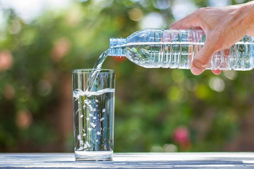 вода допомагає позбутися геморою