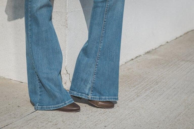 як правильно носити джинси-кльош