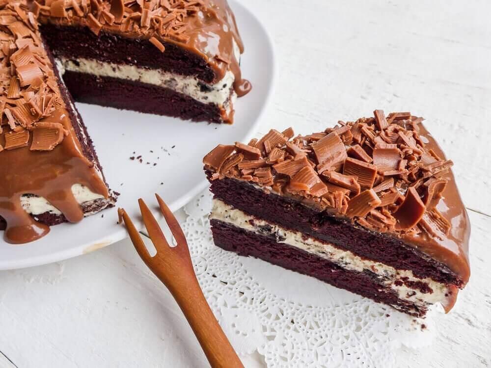 Шоколадний торт з волоськими горіхами та мигдалем