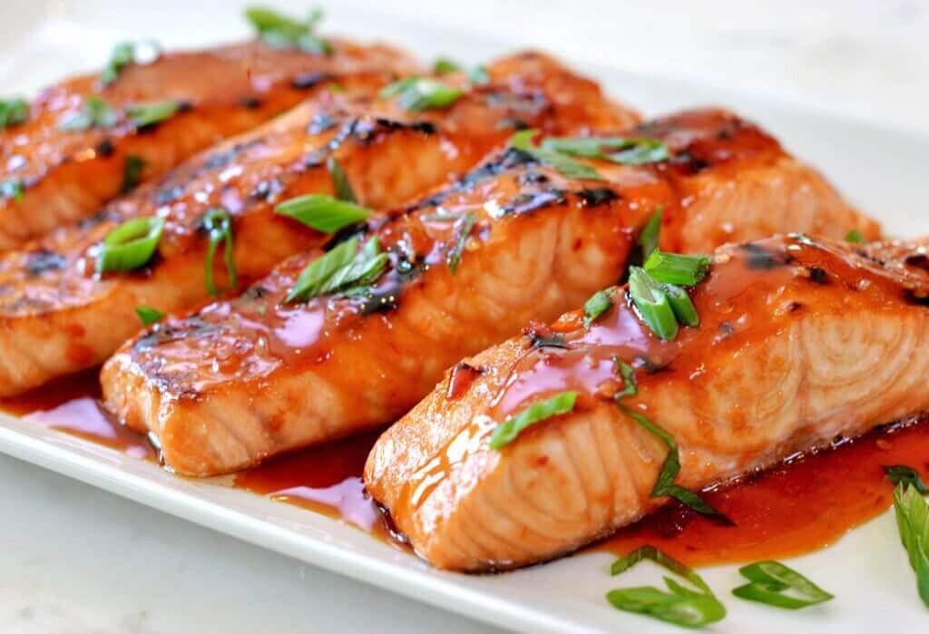 смачний лосось у лимонному соусі