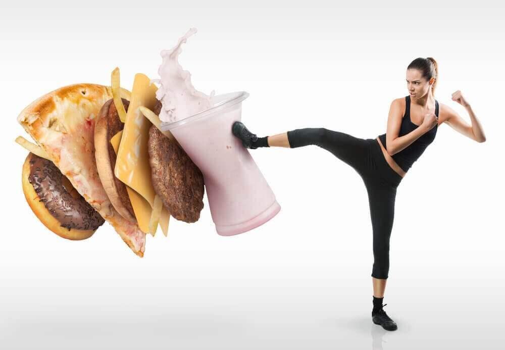 Спробуйте ці способи побороти бажання їсти