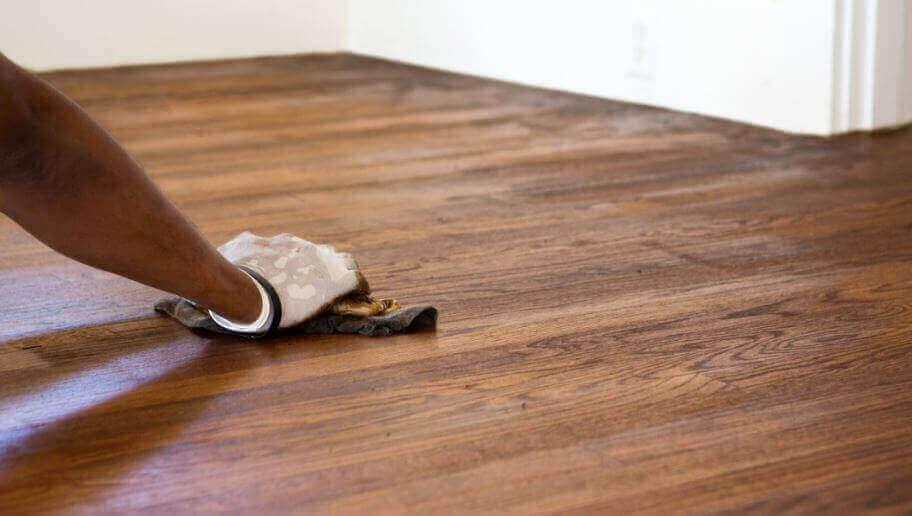 як мати чисту і блискучу підлогу з дерева