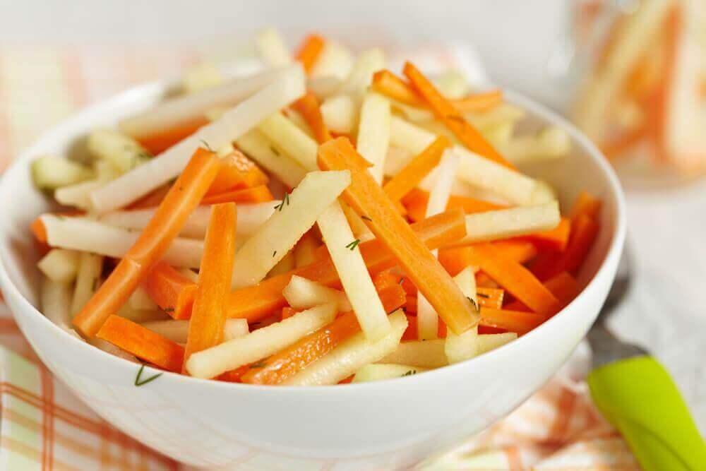 Смачні детокс-салати для очищення товстої кишки