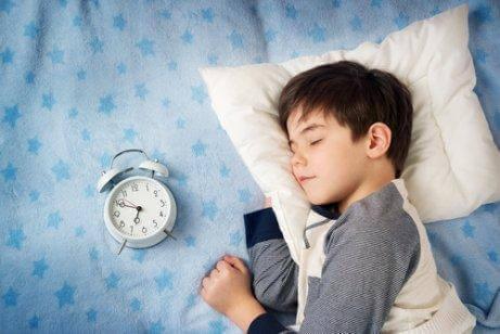 чому дітям не можна пізно лягати спати