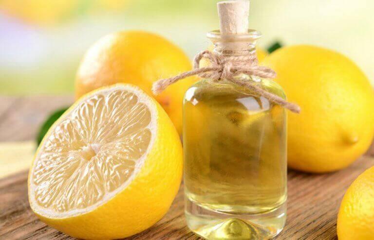 Два способи виготовлення ефірної олії лимона