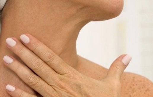 Зволожуйте шкіру на шиї