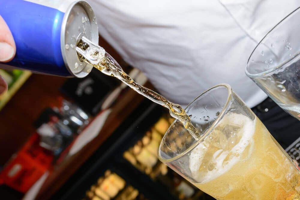 шкідливі напої: алкогольні коктейлі з енергетиками