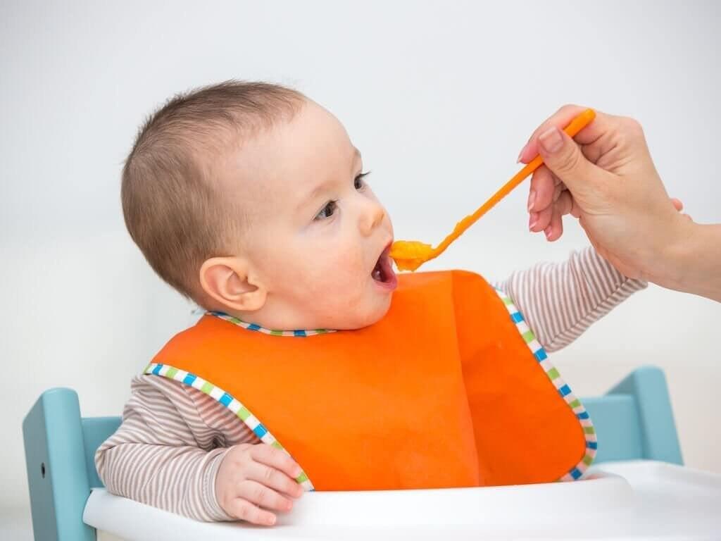 Корисні фруктові пюре для немовлят