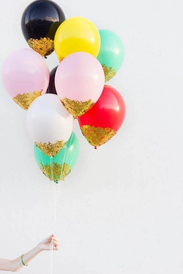 украсить воздушными шарами с блестками