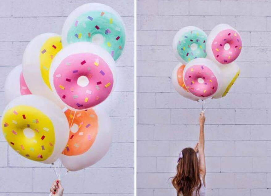 украсить воздушными шарами в форме пончиков