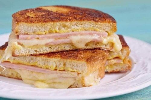 Як зробити смачний сендвіч Монте-Крісто