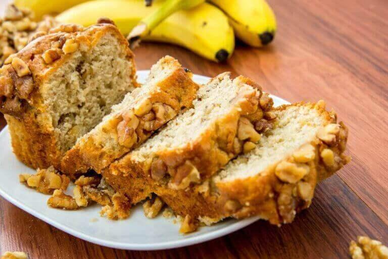 веганський банановий пиріг з горіхами