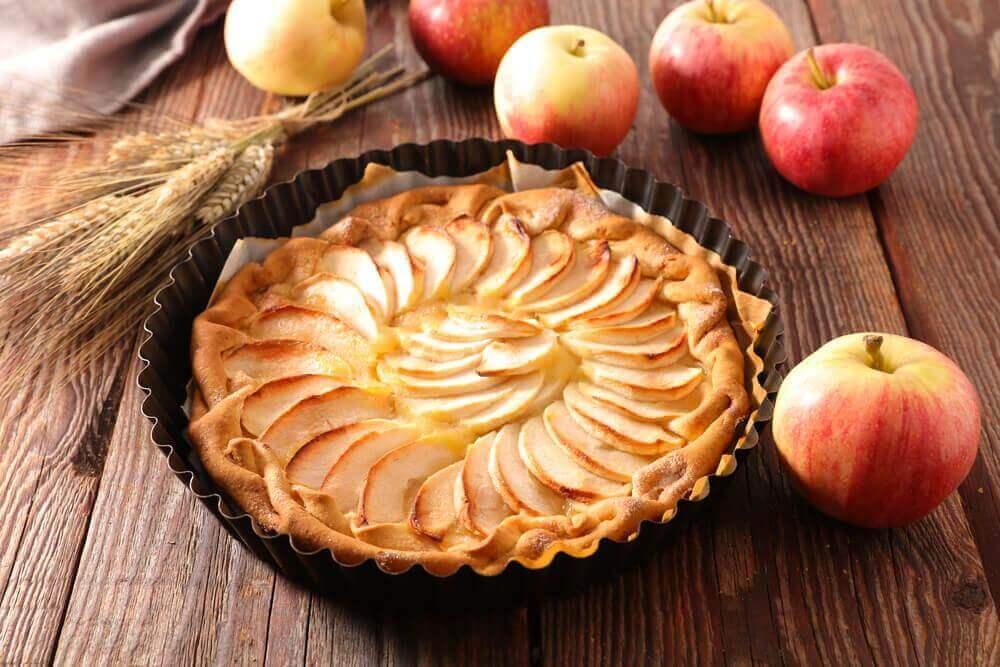 Смачний рецепт яблучного пирога з кремом
