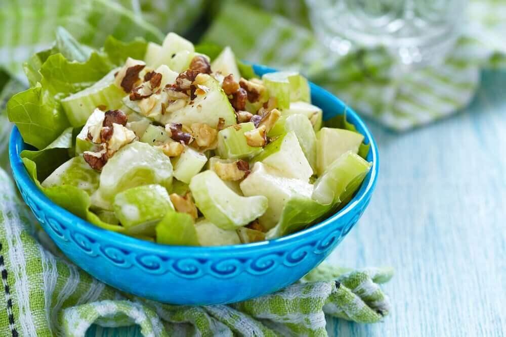 Яблучна дієта допоможе позбутися жиру на животі