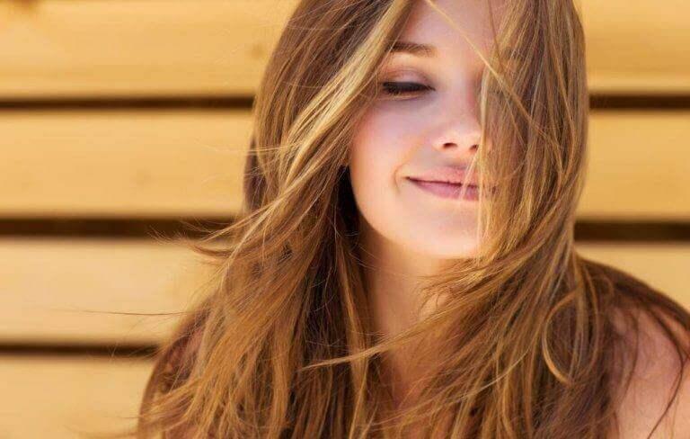 Натуральні засоби для здорового та об'ємного волосся
