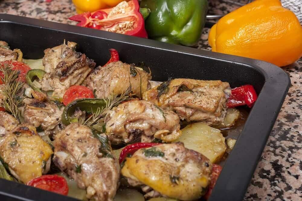 Запечена курятина з картоплею та морквою та інші рецепти запеченої курки