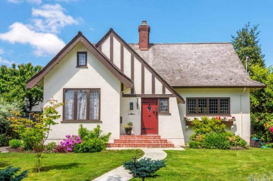 газон, щоб прикрасити вхід у будинок